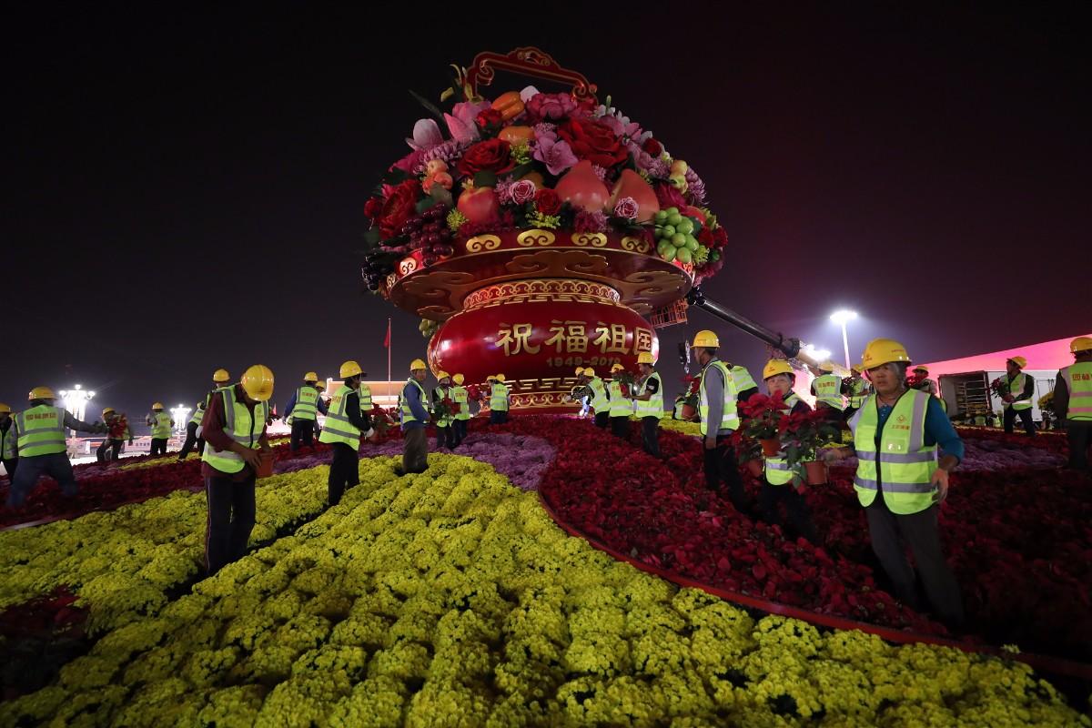 """""""普天同庆""""中心花坛亮相天安门广场,仅用7小时组装"""