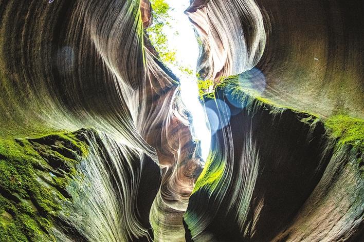 甘泉大峽谷:黃土高原自然地縫奇觀