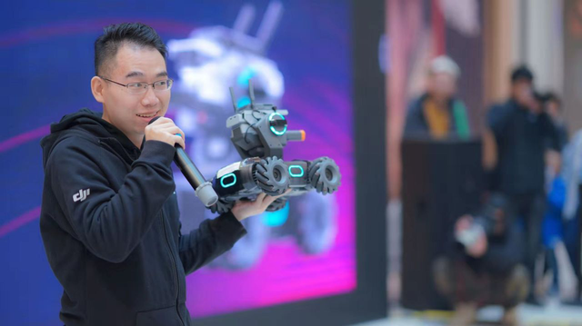 大疆创新机甲大师RoboMaster S1激战机甲燃动古城西安