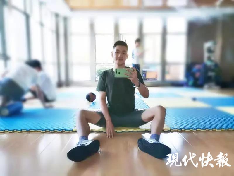"""南京工业大学大三学生一年减肥100斤,被称""""励"""