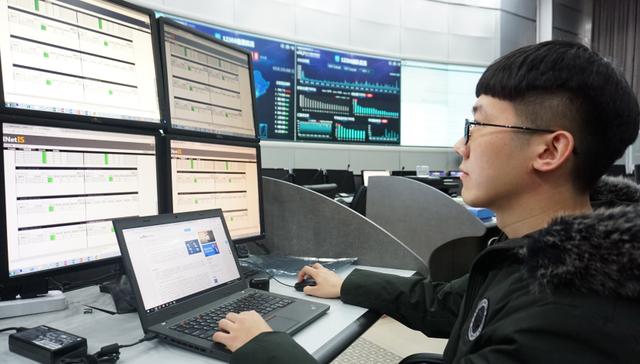 据12306全路客票系统监控中心统计,截至1月9日,铁路全渠道共发售车票4.12亿张。 新华社 图