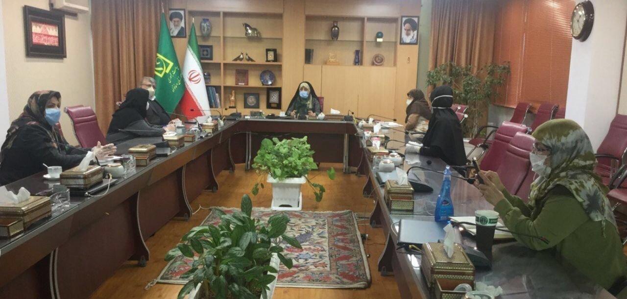 伊朗女副总统康复,重返办公室戴口罩工作