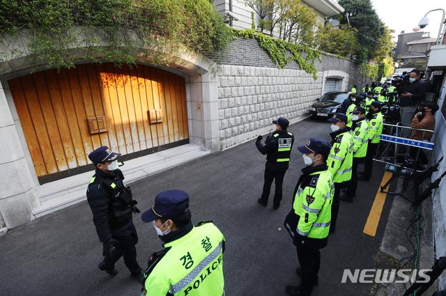 韩国89岁前总统全斗焕出庭受审,曾因军事叛乱被判死刑