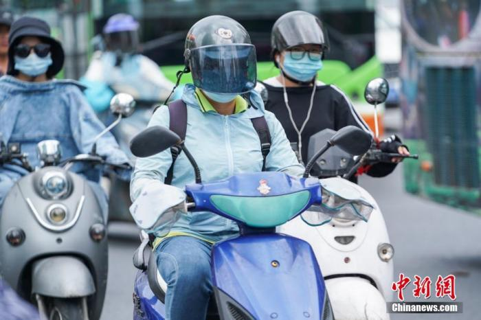 6月新规:部分省份发放高温津贴,骑摩托不带头盔将严
