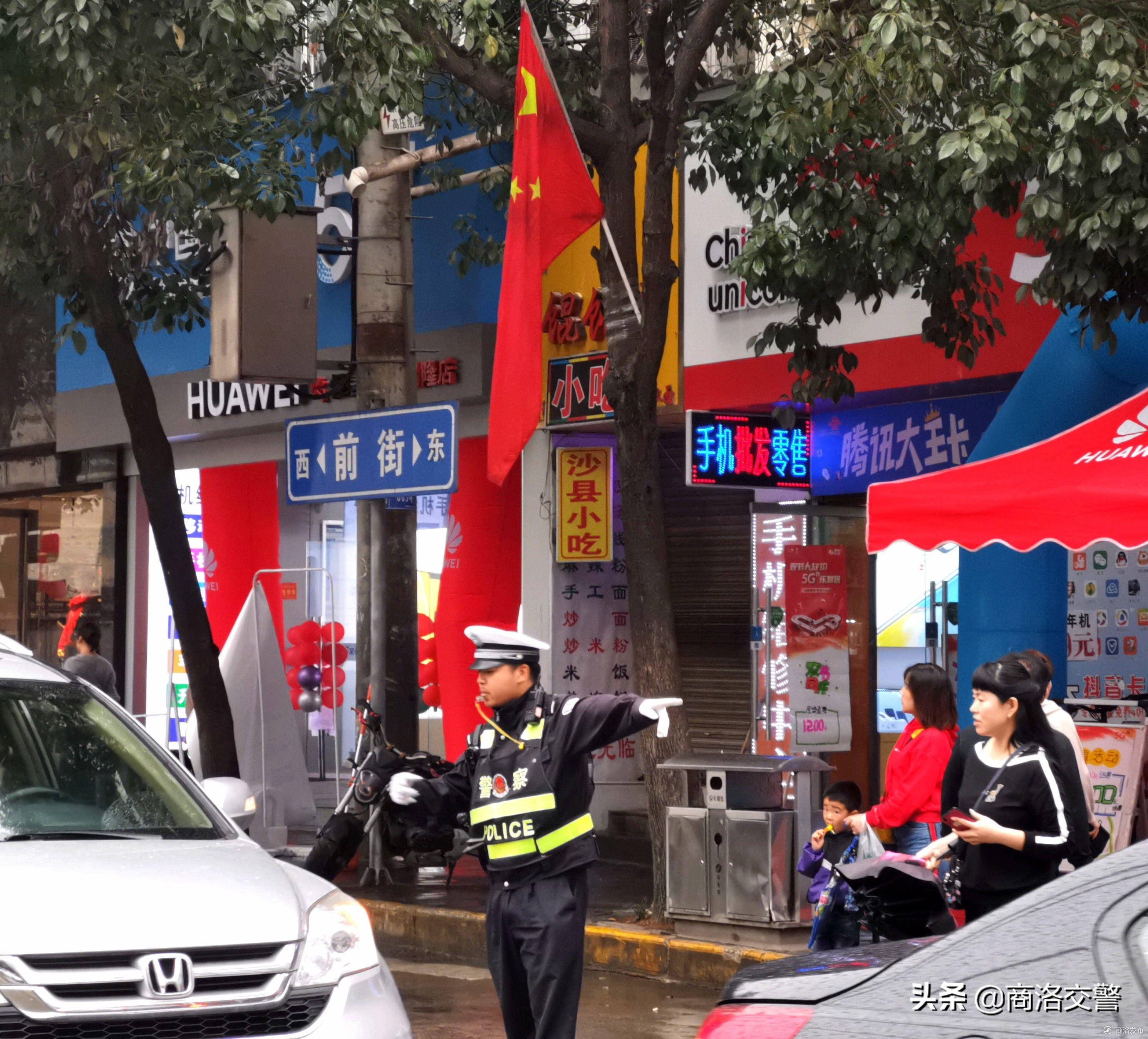 商洛交警全力保障国庆中秋假期交通安全畅通