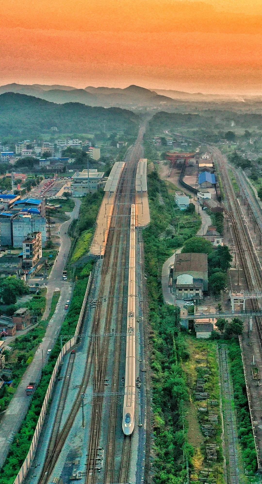 坐高铁看中国|广西首条高铁到底