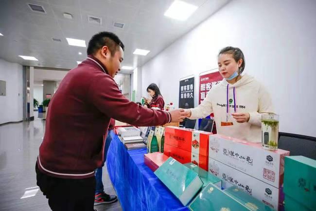 东裕茗茶亮相陕西统一战线短视频大赛总结大会特色扶贫展区