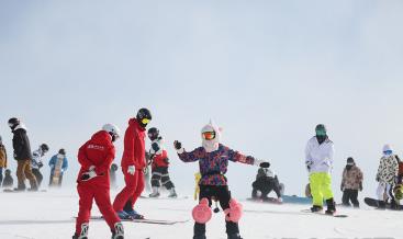 初雪来了!滑雪、旅拍...西安成游客新热门目的地