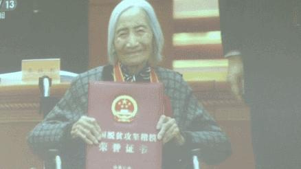 敬仰!这位刷屏的奶奶曾来到陕西!领奖时穿的外套,出现在15年前拍的照片里