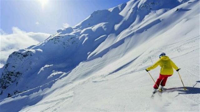 滑雪好去处 鳌山滑雪场竞技忙