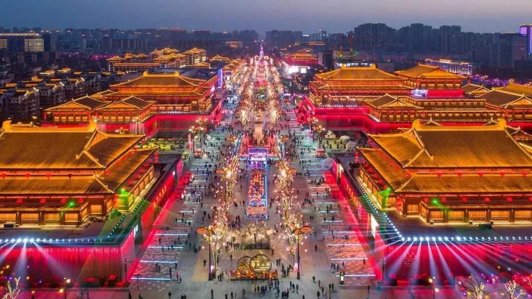 全國各地點亮燈火慶華誕 西安古城上演燈光秀太美了