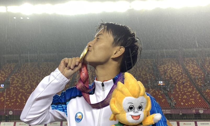 雨夜酣战!女足联合队1-0胜上海队夺金 陕西队斩铜