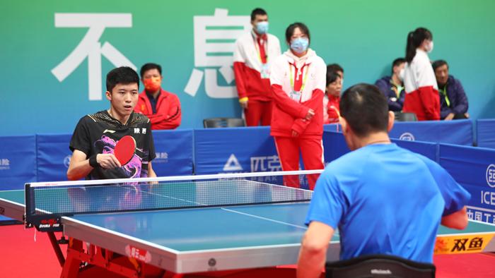 江苏选手冯攀峰夺得乒乓球项目TT3级男子单打金牌