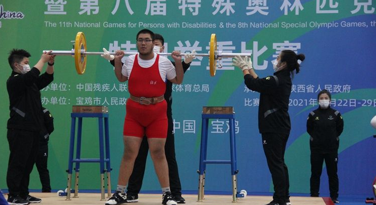 特奥会举重赛场跳起新疆舞 举重运动员武渝淦太棒了!
