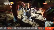 围墙塌方一人被掩埋 消防员成功营救