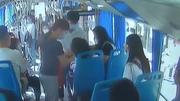 女乘客碱中毒众人携手救助